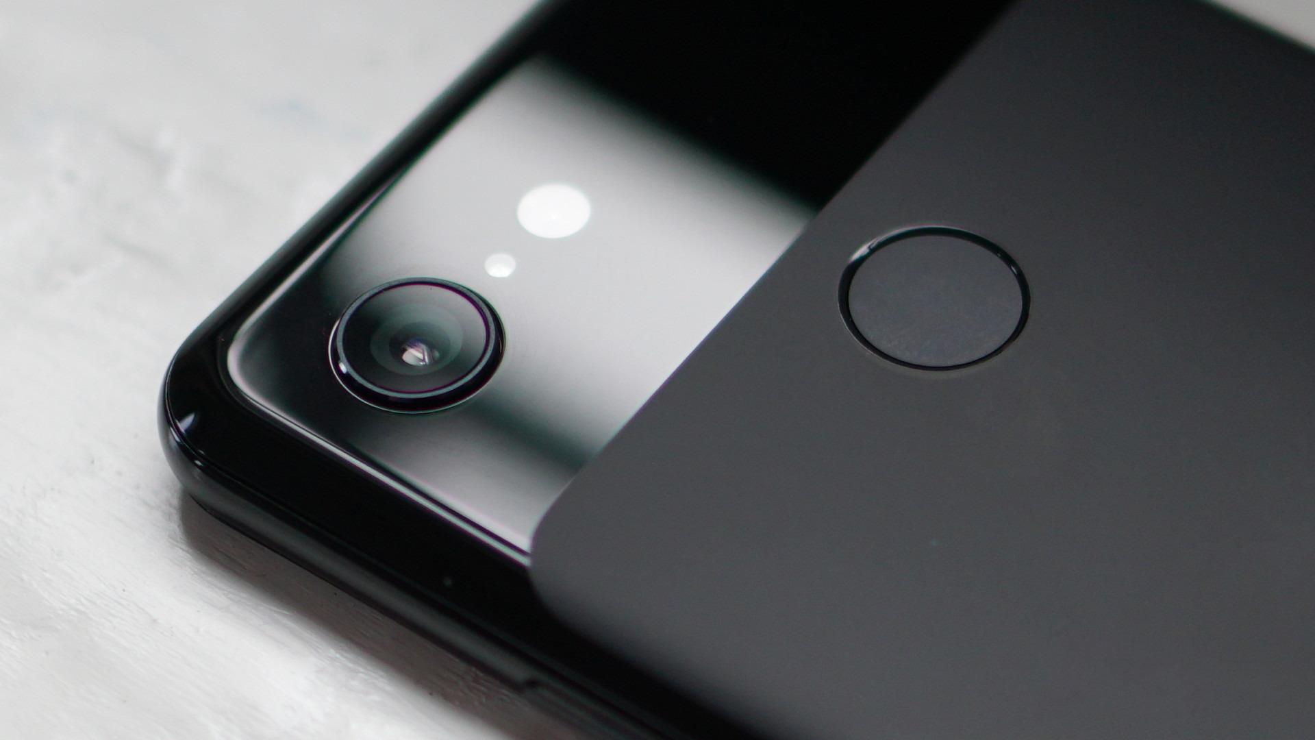 Google Pixel 3 in black color