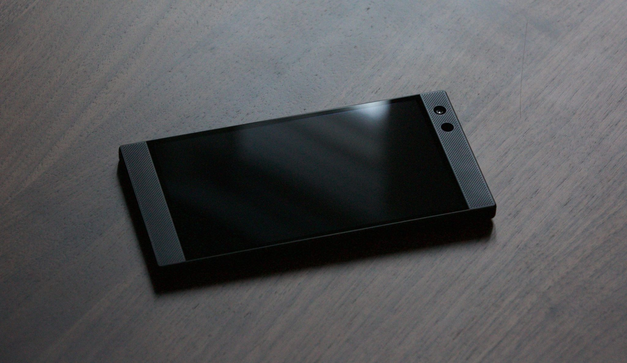 RAZER PHONE 2 Dolby-tuned front-facing stereo speakers